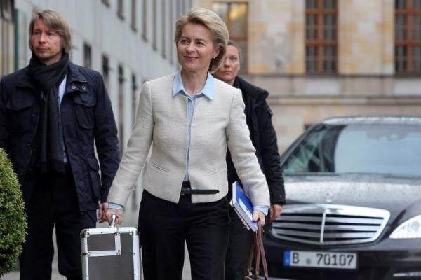 وزیر دفاع آلمان راهی فرانسه شد