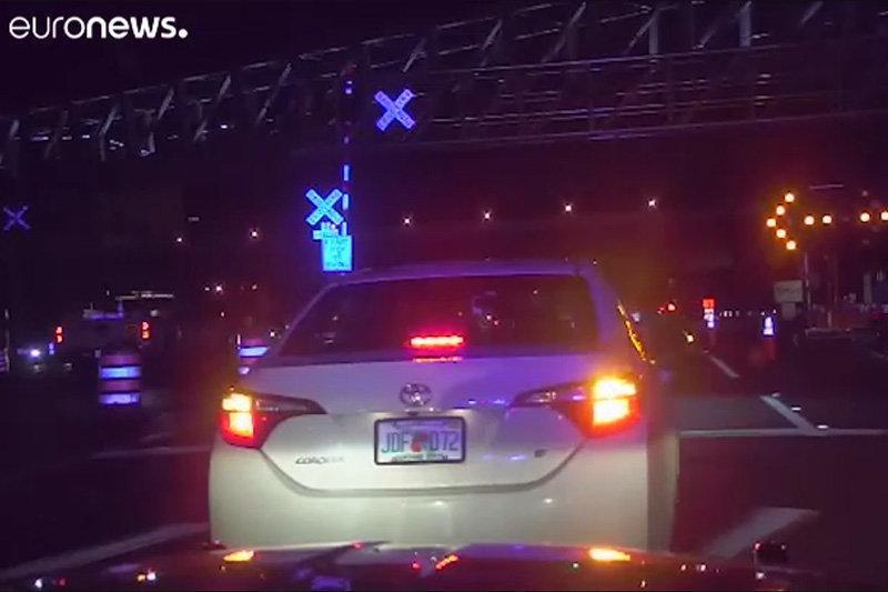 فیلم ، لحظه کشیدن پلیس آمریکا با خودرو در فلوریدا