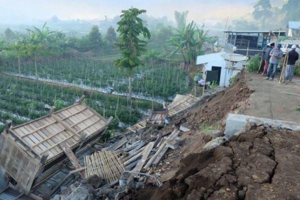 زمین لرزه اندونزی 13 کشته برجای گذاشت