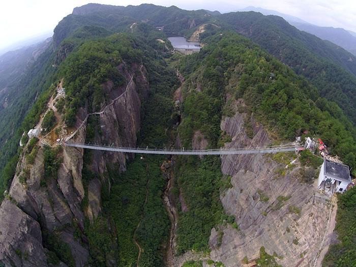 پل اسکای واک، پروژه ای ترسناک روی دره های چین