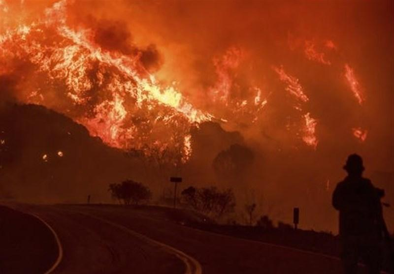 پیشروی آتش سوزی مهیب کالیفرنیا به سمت مناطق مسکونی