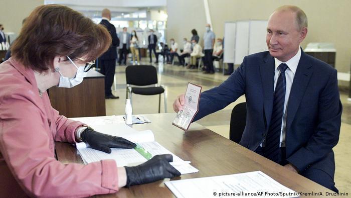رهبری پوتین بر روسیه تا سال 2036 تضمین شد کرملین: پوتین نفوذی بر ترامپ نداردپوتین: نجات جان شهروندان مهم تر از نجات اقتصاد است