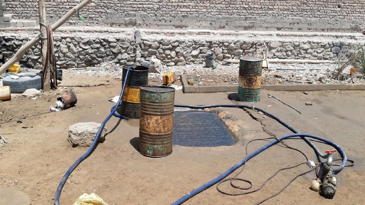 خبرنگاران پلیس کرمان 25 هزار لیتر گازوئیل را از زیر خاک کشف کرد