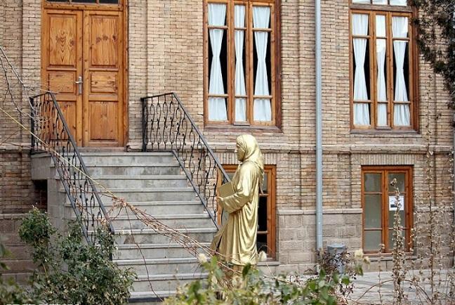 خانه بانوی شعر و ادب فارسی کشور