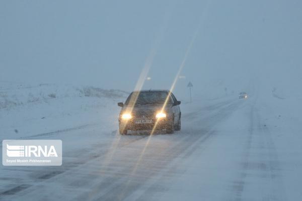 خبرنگاران بارش برف و باران، وقوع کولاک و مه جاده های زنجان را احاطه نموده است