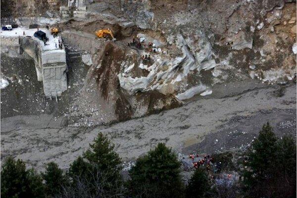 کشته و زخمی شدن ده ها نفر بر اثر شکست یک یخچال طبیعی در هیمالیا