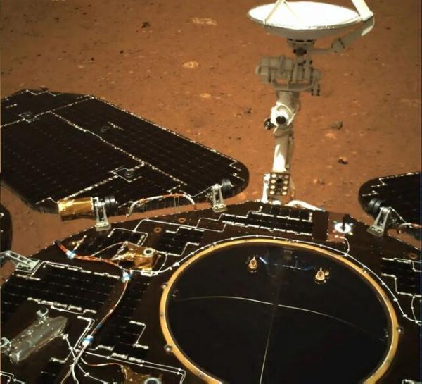 انتشار نخستین تصاویر مریخ نورد چینی از سطح مریخ