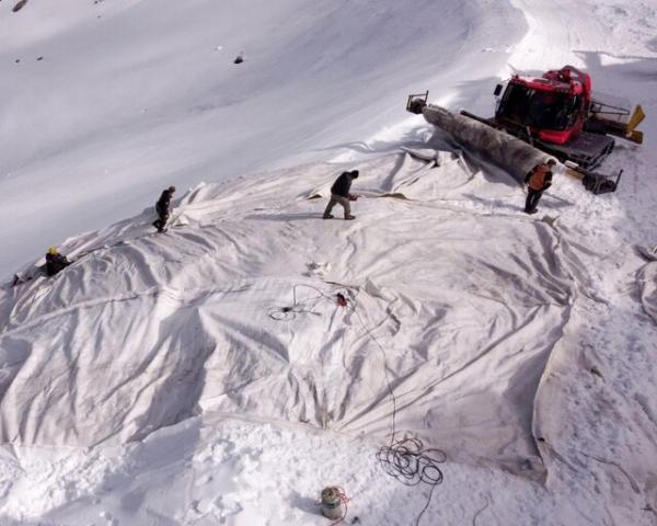 پتوی پشمی روی برف های سوئیس
